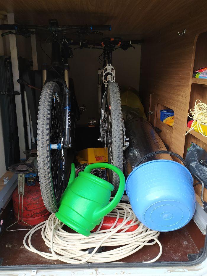 Lakóautó garázs